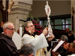 هدية البابا فرنسيس من بقايا المذود لكنيسة القديسة كاترينا والاراضي المقدسة