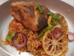 صيادية طبق أرز مع السمك .