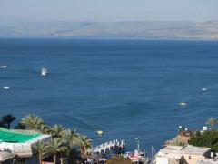غرق رجل البالغ 24 عام في الشاطئ المنفرد في طبريا