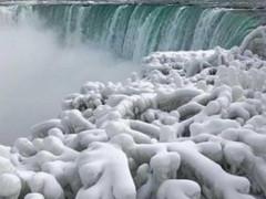 عاصفة جليدية تجمد مياه شلالات نياغارا