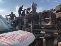 حادث إنقلاب شاحنة يُسفر عن إصابة طفيفه للسائق،
