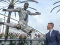إزاحة الستار عن تمثال بيكهام الجديد في لوس أنجلوس