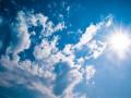 لا يطرأ تغير كبير على درجات الجرارة بحيث يبقى الطقس صيفياً