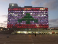 اضاءة مبنى بلدية تل أبيب بألوان العلم اللبناني