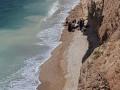 هرتسليا .تخليص سيده كسرت رجلها في منطقه يصعب الوصول اليها على شاطئ البحر