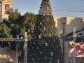 مدينة بيت لحم تشع بالانوار هذه الليلة لاضاءة شجرة الميلاد .