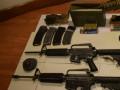 ضبط حقيبه سوداء وبداخلها سلاحين اوتوماتيكين من نوع  M-16 واربعة امشاط